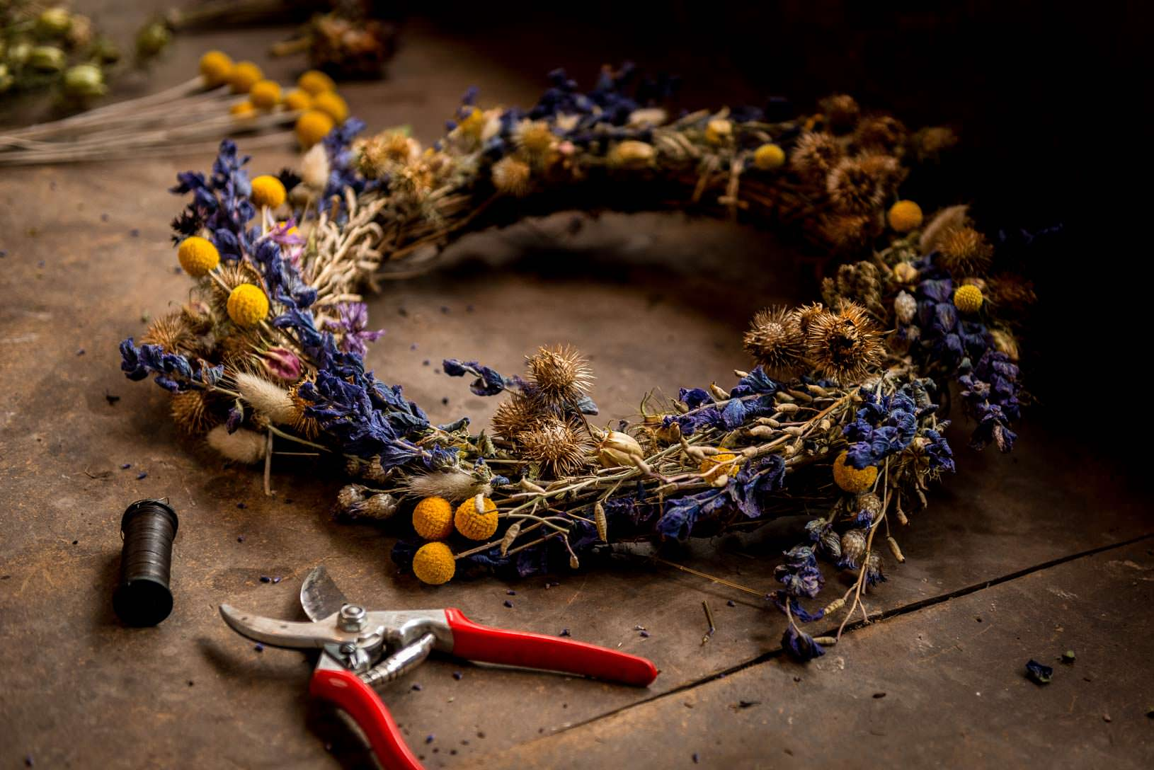 How to make dried flower wreaths